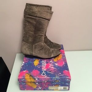 Chinese Laundry Tip Suede Boots