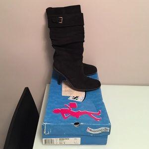 Skechers Suede Pivots Heeled Boots