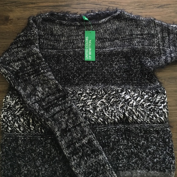 7a051a0752bc United Color Of Benetton Black and White Sweater