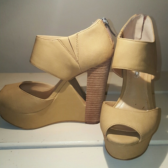 70 bcbg shoes bcbg platform from ada s closet on