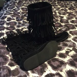 Minnetonka 3 layer fringe boots size 9