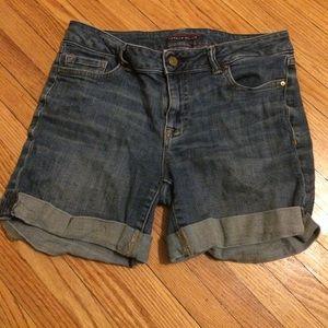 Size 4 EUC Tommy Hilfiger jean shorts
