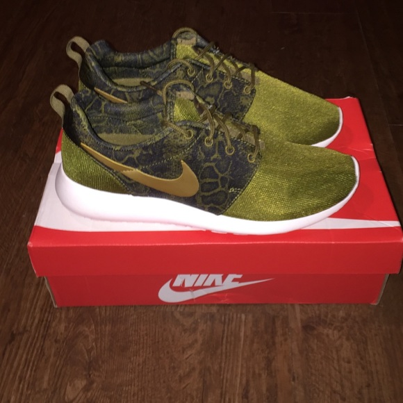 40007ff5708e ... shoes 17742 4e5d2  new arrivals olive green snake print and gold nike  roshes 3217b 269d7