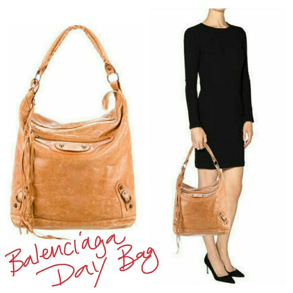 Balenciaga Handbags - Authentic Balenciaga Day bag in Tan