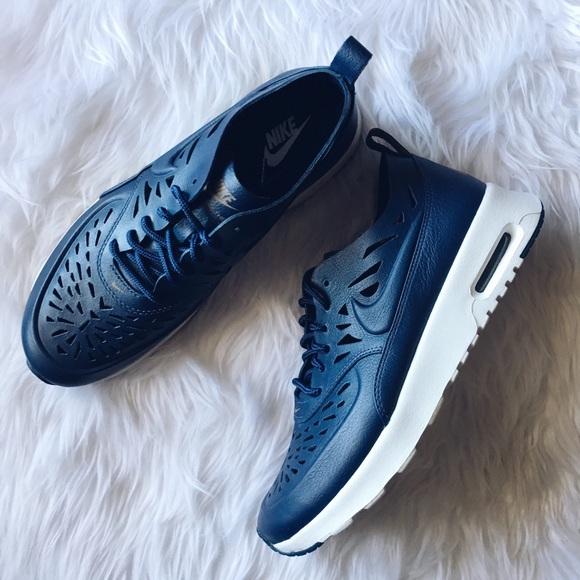Women s Nike Air Max Thea Leather. M 56cc68f06802789098088486 f636937397
