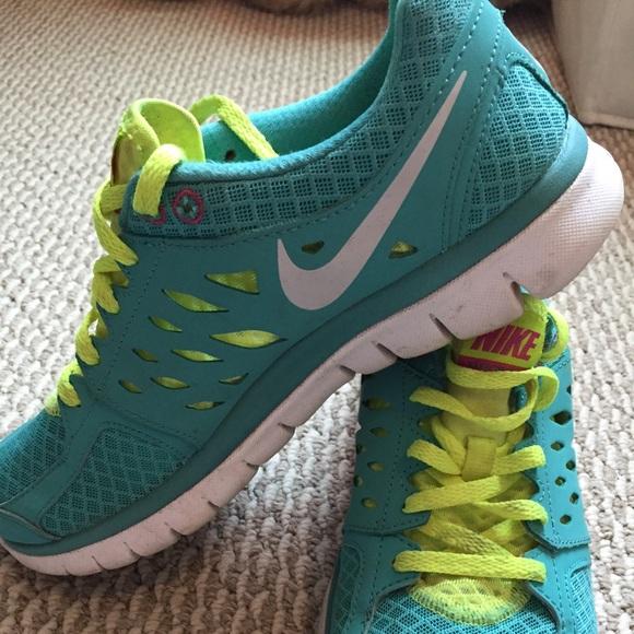 womens lightweight running shoes