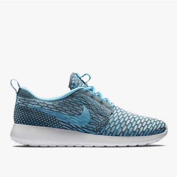 Brand New Nike Womens Roshe Run Flyknit Size 5