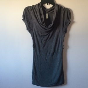 Tops - Gray Scoop Neck Short Sleeve Blouse (Size Medium)