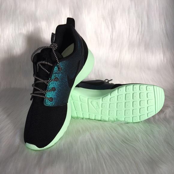 73ad260cc0aa Women s Nike ROSHE One WWC QS