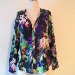Piperlime Tops - Piperlime- dark floral button down size small