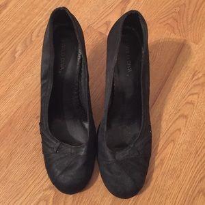 HP 2/18 Wild Diva Black Heels