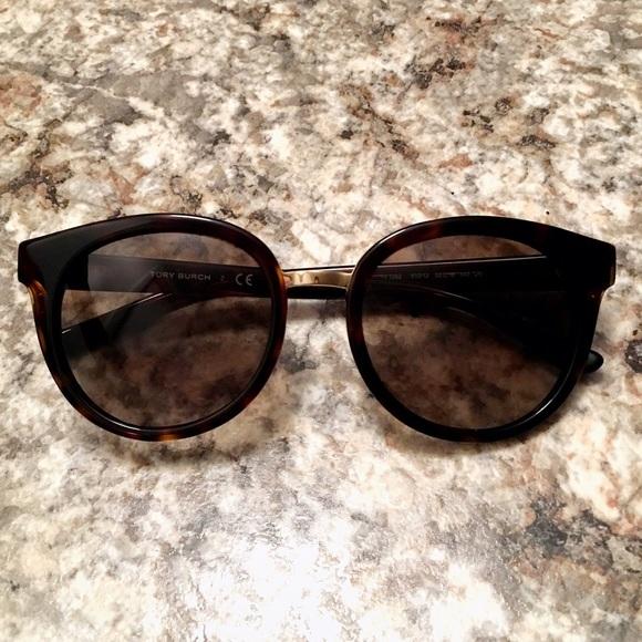 22c0b64513b Authentic Tory Burch Panama Tortoise Sunglasses. M 56cd17ea8f0fc40349010e14