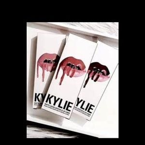 Kylie Jenner lipkit in true brown (Used 2x)