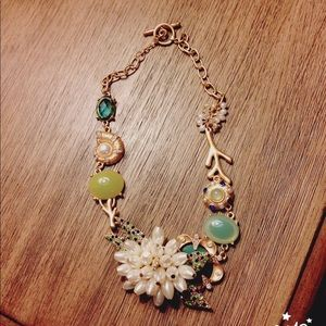 Accessories - Flattering floral gold tone  peal neckace