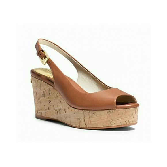 47b0de97c0b8 Michael Kors Natalia Leather Platform Sandals 7M. M 58b26b9f13302ac21a033c9f