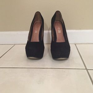 Black suede Aldo pumps - size 6