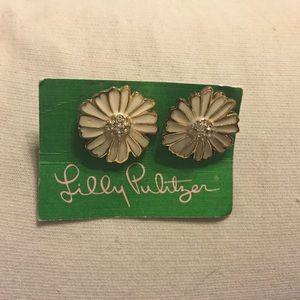 Adorable Lilly daisy earrings