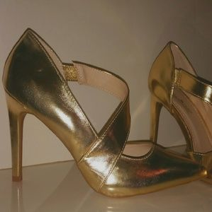Anne Michelle Shoes - GOLDEN POINTY TOES HEELS - SIZE 7.5. .NEW NEW!!!