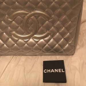 Handbags - Chanel tote
