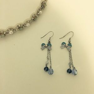 Handmade blue ribbon and chain bead earring (nwot)