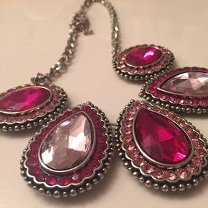 Jewelry - Pink sparkly necklace