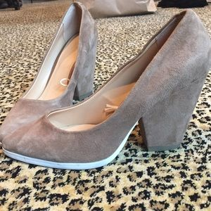 SPRING NEUTRAL SUEDE CELINE HEEL STYLE SHOES SZ 8