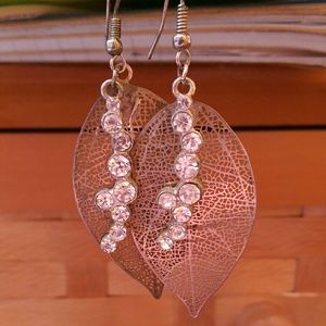 Jewelry - Gold leaf crystal dangling cutout earrings
