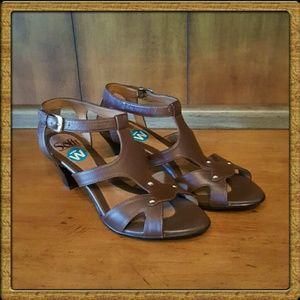 Sofft Shoes - Softt Brown Leather Sandals NEW