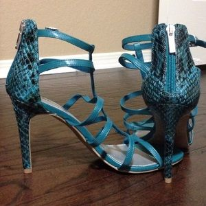 Christian Siriano Shoes - Beautiful teal and black heels