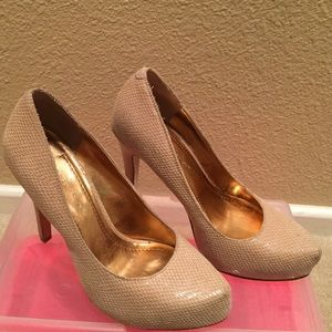 BCBGeneration Neutral Heels Size 5.5 B