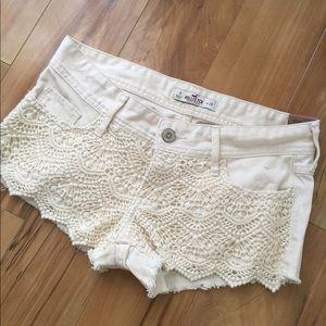 Hollister NWT Low Rise Cream Denim Shorts, 26/ 3