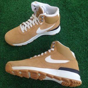5cb37696acc2 Nike Shoes - 🚨FINAL PRICE🚨 Nike sneakers high tops women