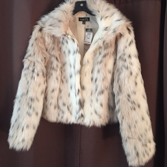 29ad4db59f02 Rue21 Jackets & Coats | Gorgeous Snow Leopard Faux Fur Coat | Poshmark