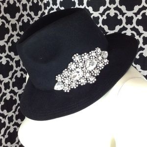 🆕LISTING Glitzy Bella Hat