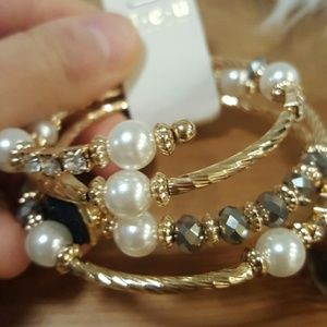 Accessories - Statement bracelet with pearls