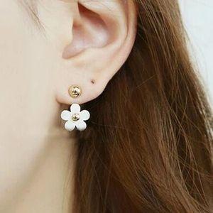 Jewelry - 👍Host Pick👍2 in 1 Daisy stud earrings