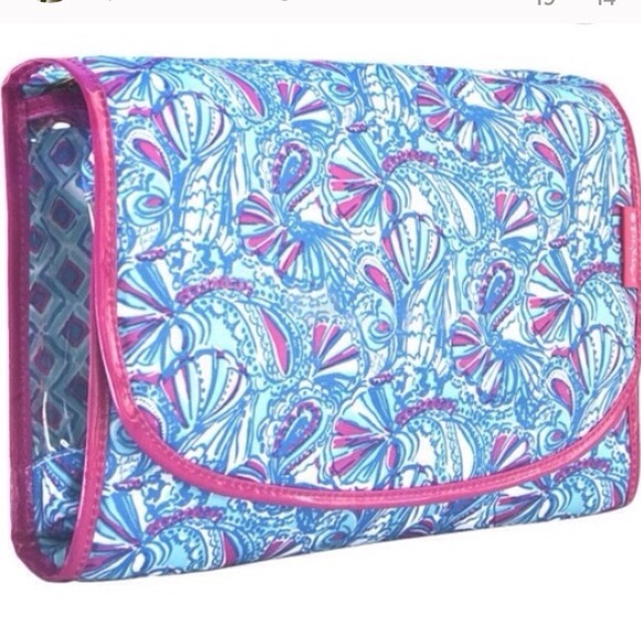 d72a5ef353 Lilly Pulitzer for Target Handbags - Lilly for Target Tri Fold Hanging Cosmetic  Bag