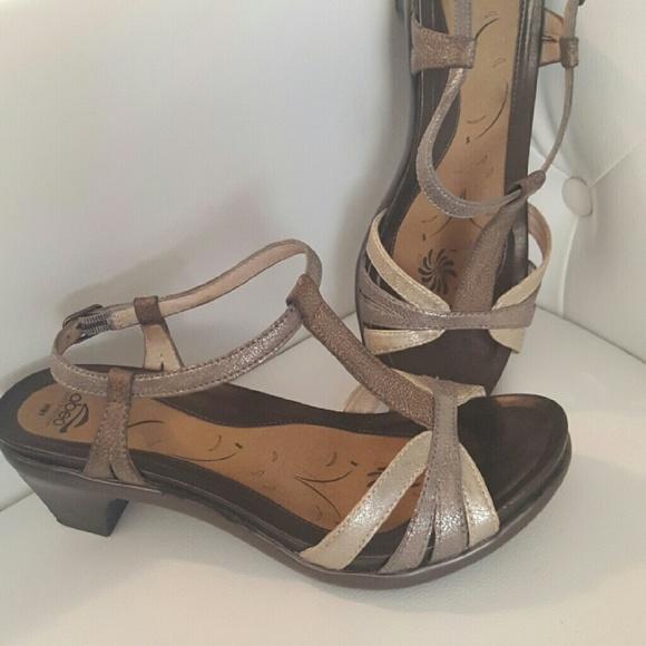 493a20938c16 abeo Shoes - Abeo Bio Orthopedic metallic sandal