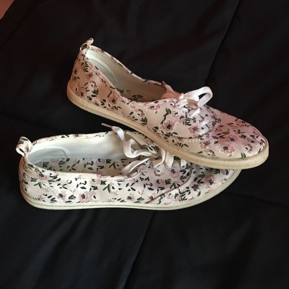 60 h m shoes floral slip on sneakers from s
