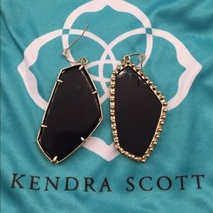 K. Scott Black Earrings ELECTRAJOHNSON ONLY!!🌟