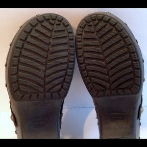 how to clean suede crocs