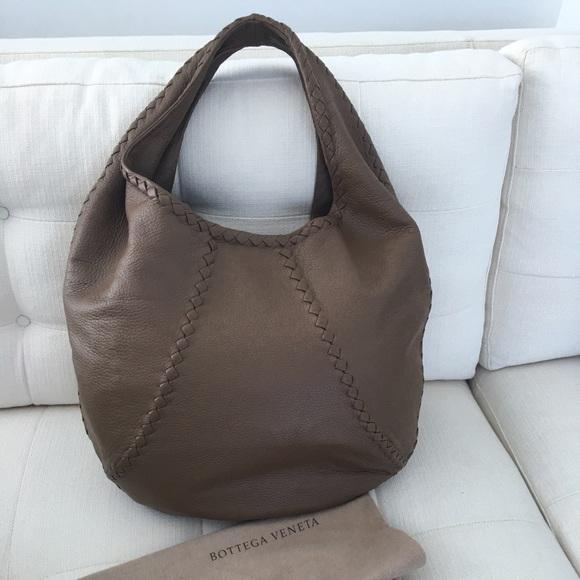 a2240f96ef8 Bottega Veneta Handbags - Bottega Veneta cervo hobo like new!