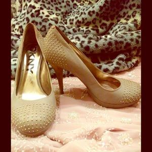 DKNY heels 6.5/37 tan w/ gold embellishments