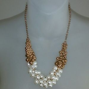 Pearl/gold beaded necklace