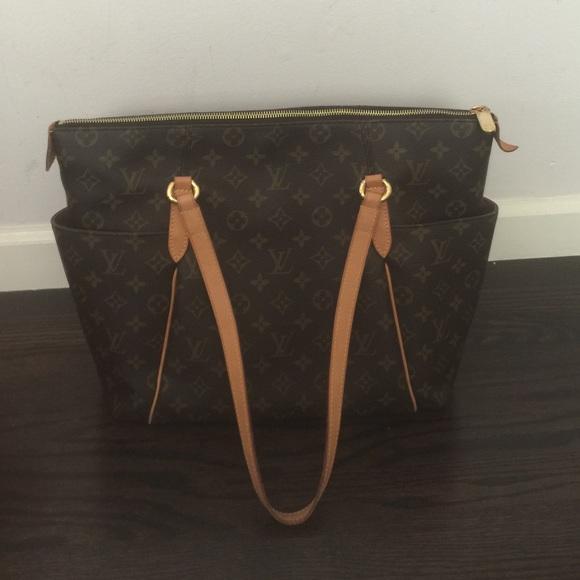 02548de0cef2 Louis Vuitton Handbags - Authentic LV Totally MM