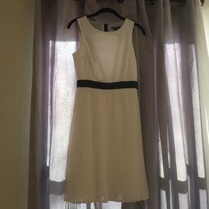 H&M Dresses & Skirts - H&M Pleat Dress