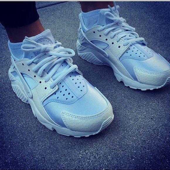 c3420934eefc WOMEN s NIKE AIR HUARACHE PREMIUM WHITE RUN. M 56d293c9680278de8604822e