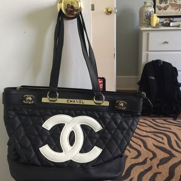 1a8dc2ee948 Handbags - Knock off Chanel purse in good condition.