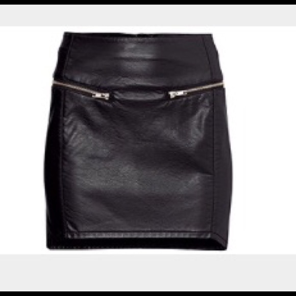 cee4bf2729 H&M Dresses & Skirts - H&M Blk Faux Leather Mini Skirt with Zipper Detail