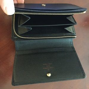 Authentic Louis Vuitton Epi Noir Wallet mint!!